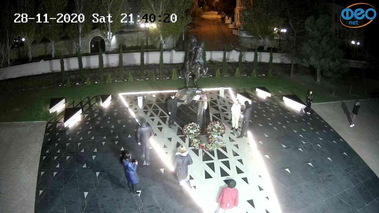Веб-камеры Феодосии, Памятник генералу Котляревскому, 2020-11-28 21:40:32