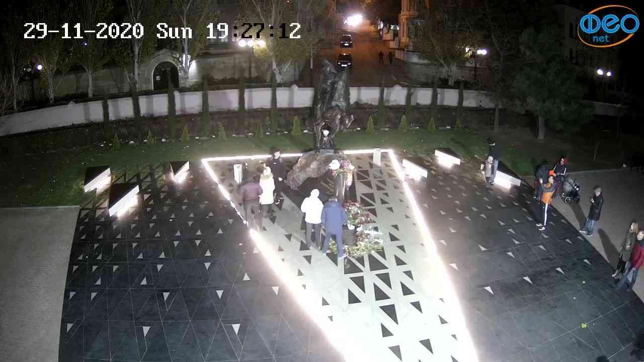 Веб-камеры Феодосии, Памятник генералу Котляревскому, 2020-11-29 19:27:26