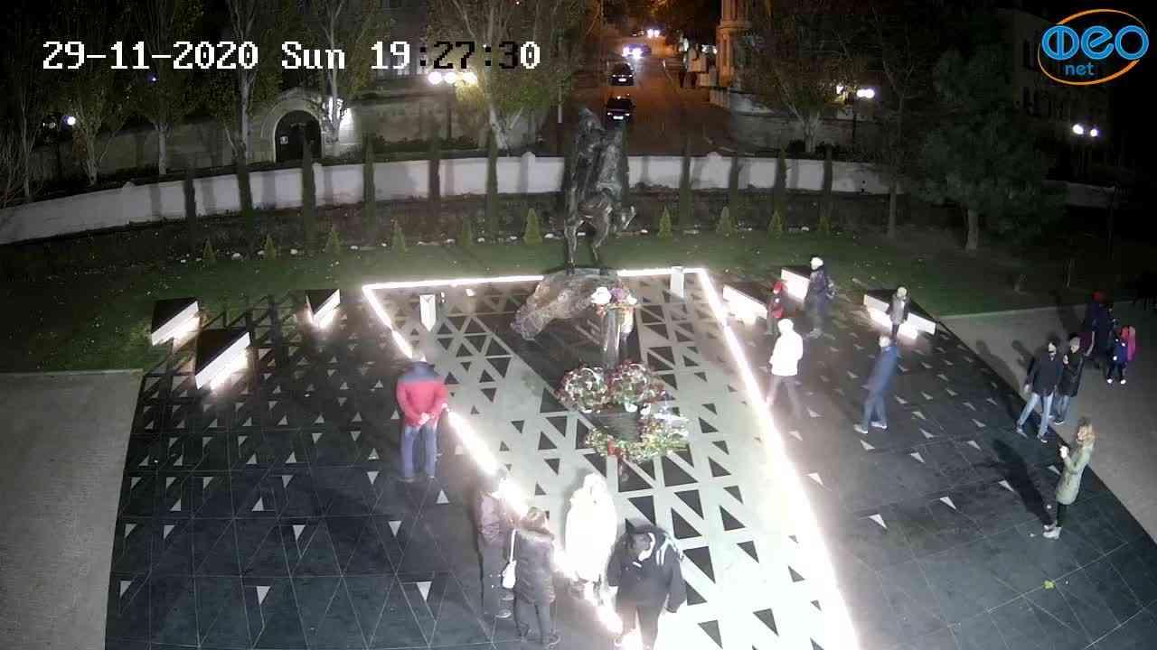 Веб-камеры Феодосии, Памятник генералу Котляревскому, 2020-11-29 19:27:42
