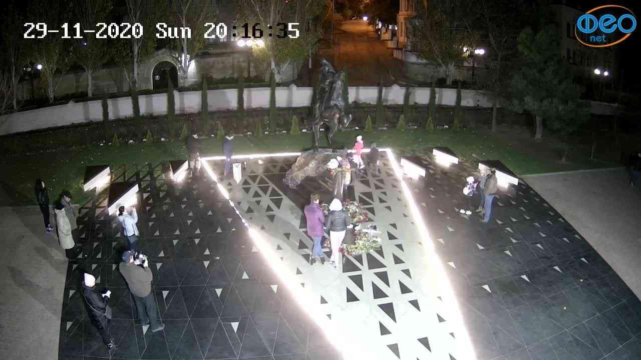 Веб-камеры Феодосии, Памятник генералу Котляревскому, 2020-11-29 20:16:52