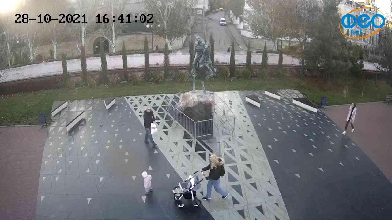 Веб-камеры Феодосии, Памятник генералу Котляревскому, 2021-10-28 16:41:13