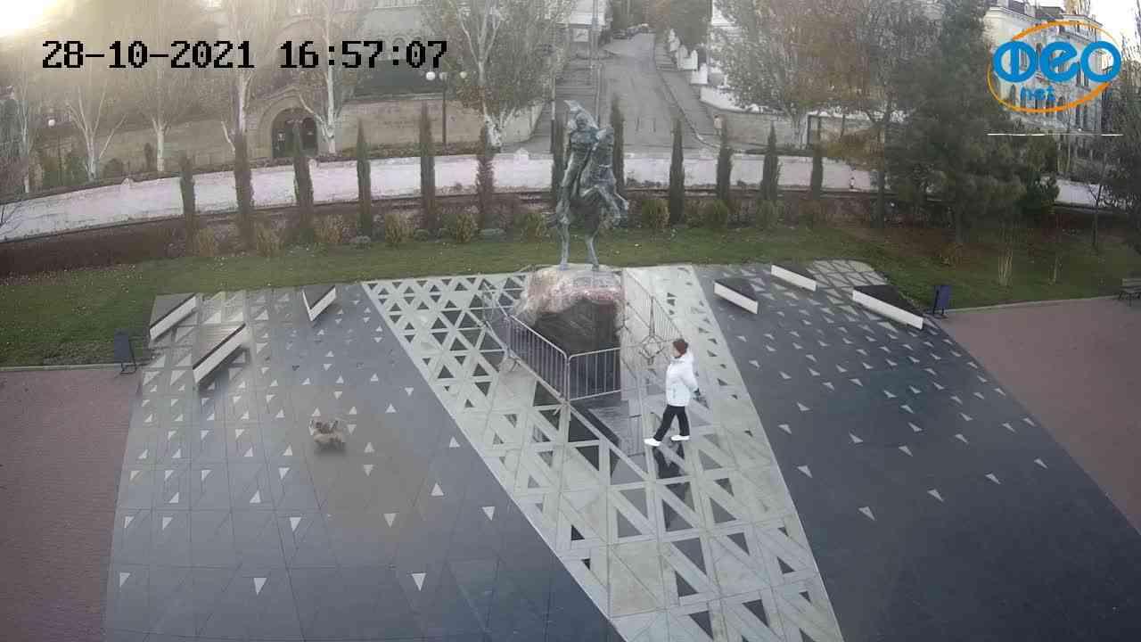 Веб-камеры Феодосии, Памятник генералу Котляревскому, 2021-10-28 16:57:15