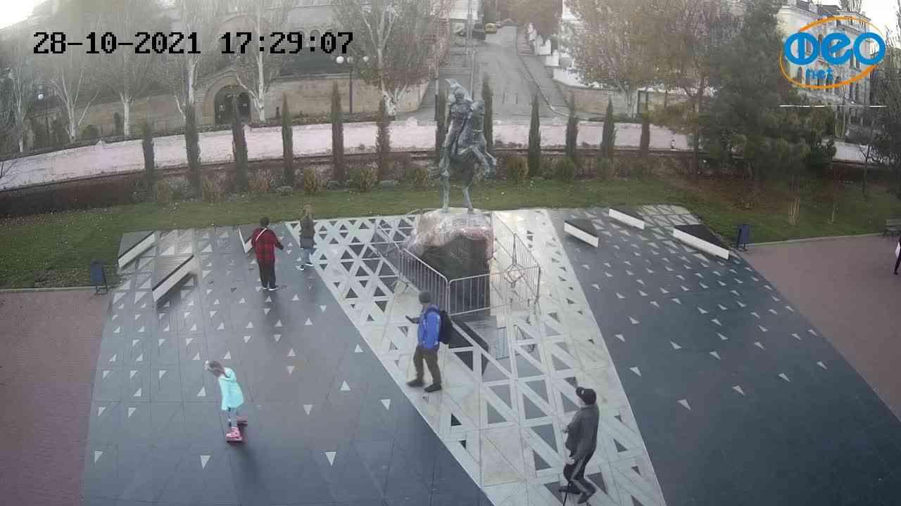 Веб-камеры Феодосии, Памятник генералу Котляревскому, 2021-10-28 17:29:19