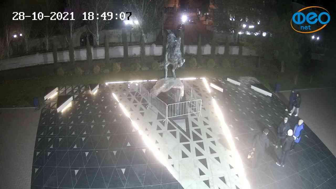 Веб-камеры Феодосии, Памятник генералу Котляревскому, 2021-10-28 18:49:18