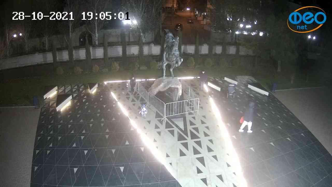 Веб-камеры Феодосии, Памятник генералу Котляревскому, 2021-10-28 19:05:13