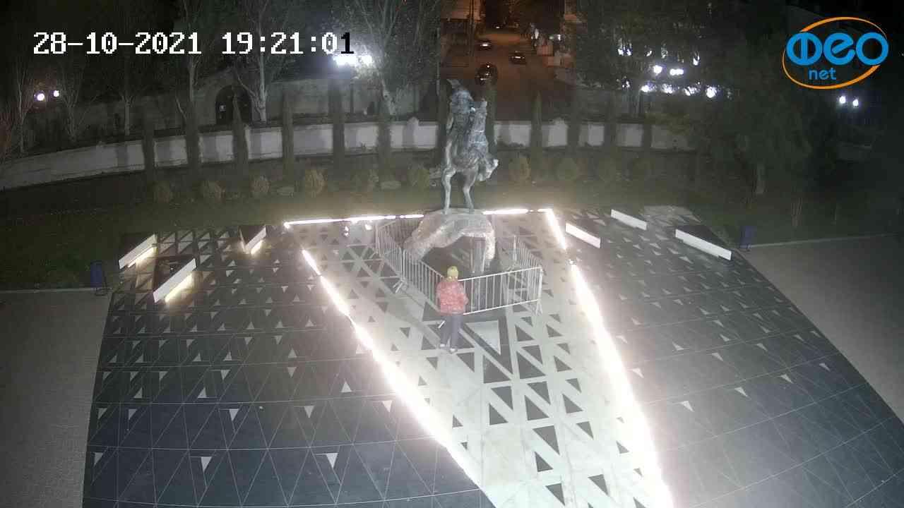 Веб-камеры Феодосии, Памятник генералу Котляревскому, 2021-10-28 19:21:13