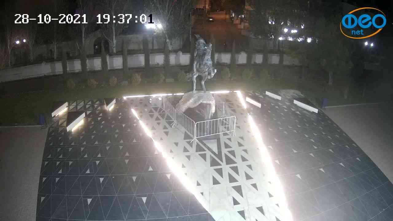 Веб-камеры Феодосии, Памятник генералу Котляревскому, 2021-10-28 19:37:12