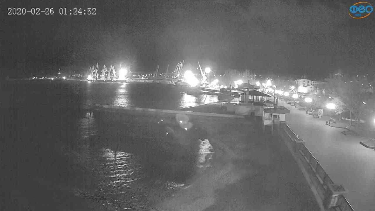 Веб-камеры Феодосии, Вид на порт и маяк, 2020-02-26 01:25:11