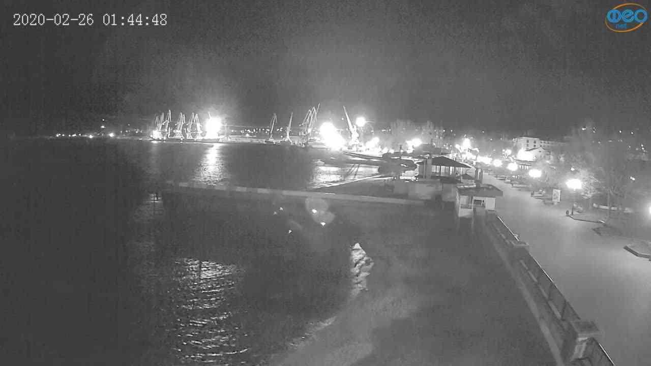 Веб-камеры Феодосии, Вид на порт и маяк, 2020-02-26 01:45:10