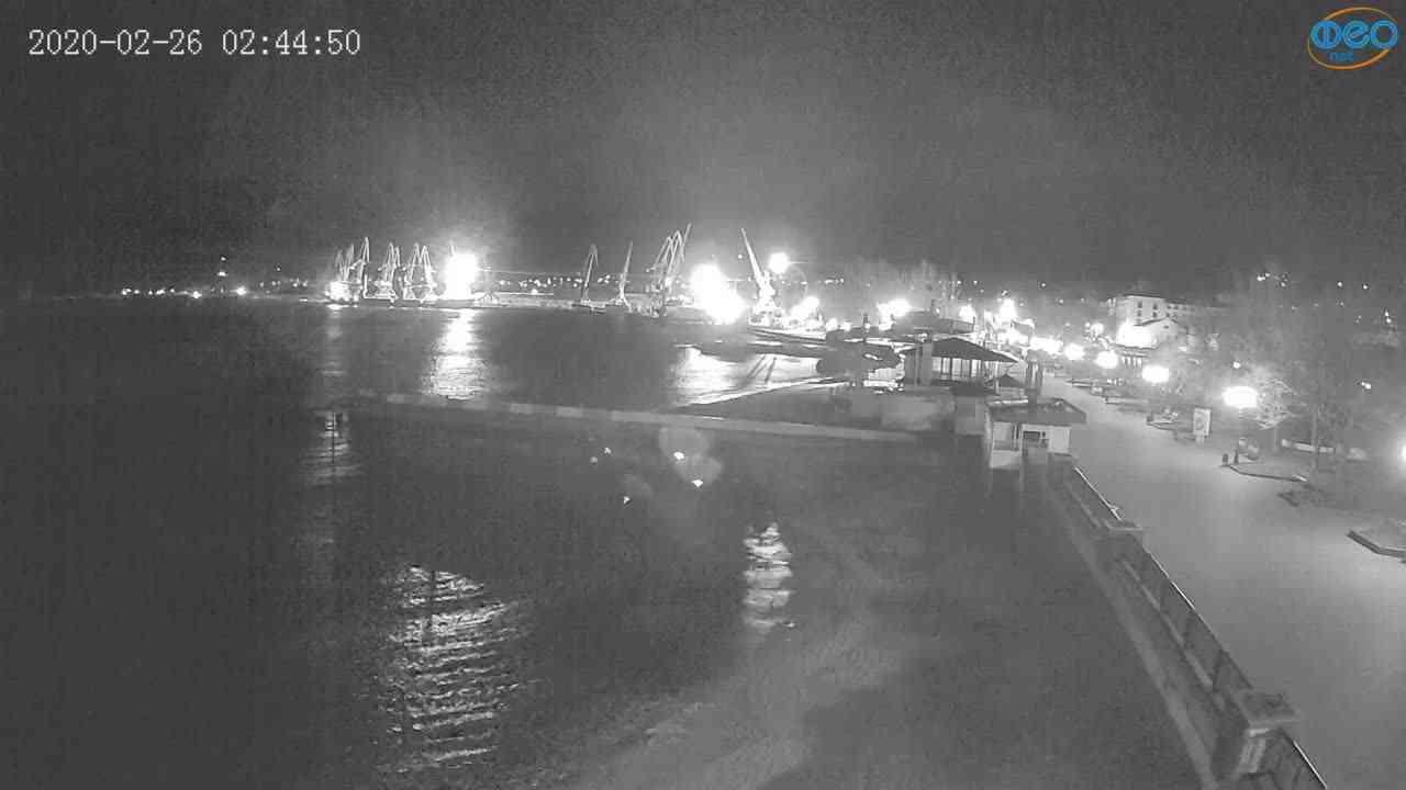 Веб-камеры Феодосии, Вид на порт и маяк, 2020-02-26 02:45:10