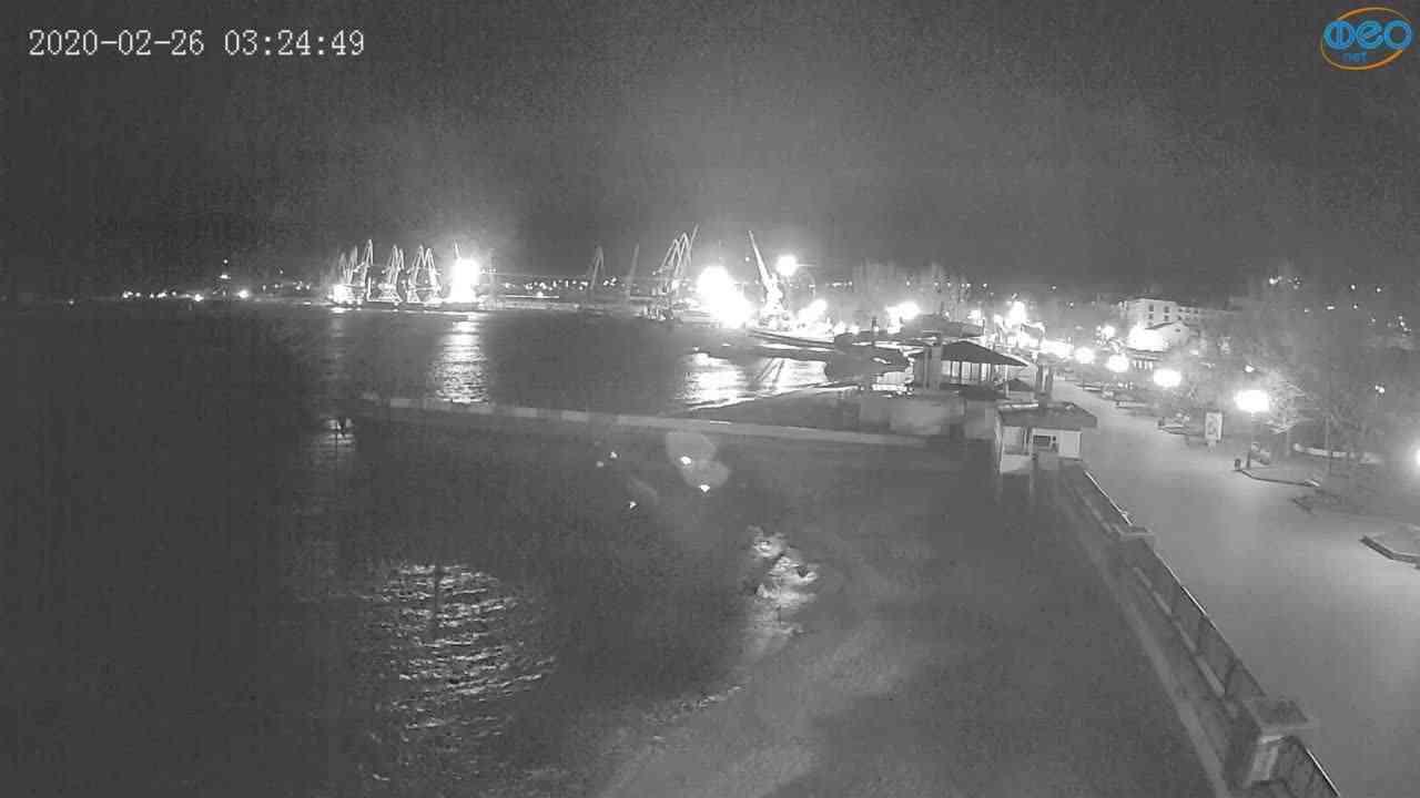 Веб-камеры Феодосии, Вид на порт и маяк, 2020-02-26 03:25:11
