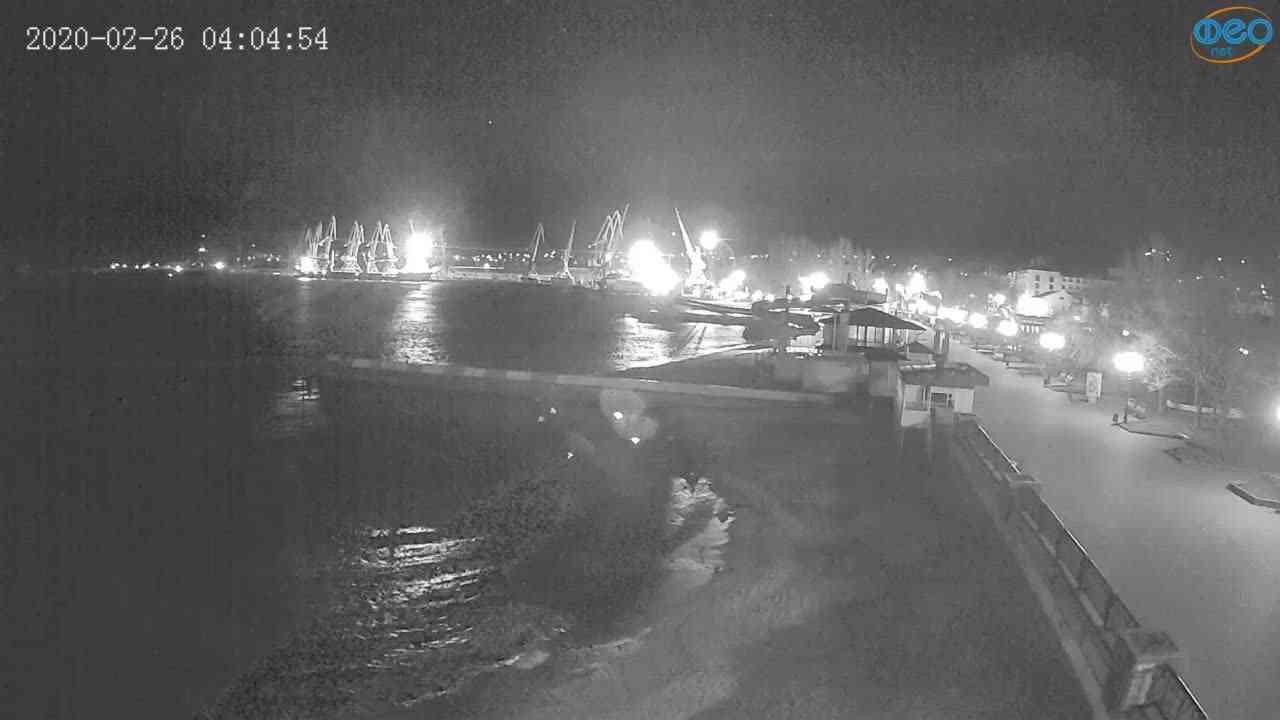 Веб-камеры Феодосии, Вид на порт и маяк, 2020-02-26 04:05:11
