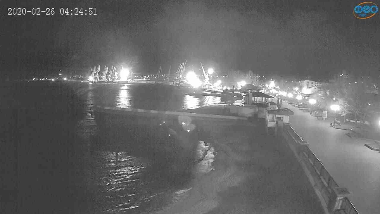 Веб-камеры Феодосии, Вид на порт и маяк, 2020-02-26 04:25:09