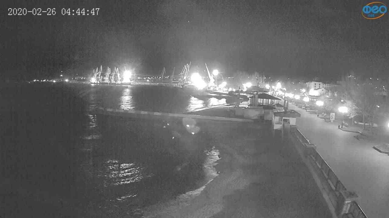 Веб-камеры Феодосии, Вид на порт и маяк, 2020-02-26 04:45:09