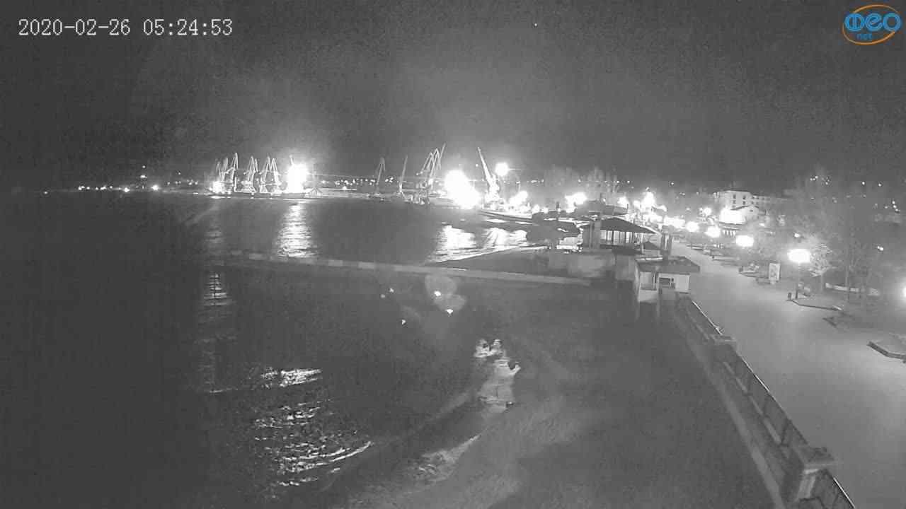 Веб-камеры Феодосии, Вид на порт и маяк, 2020-02-26 05:25:11