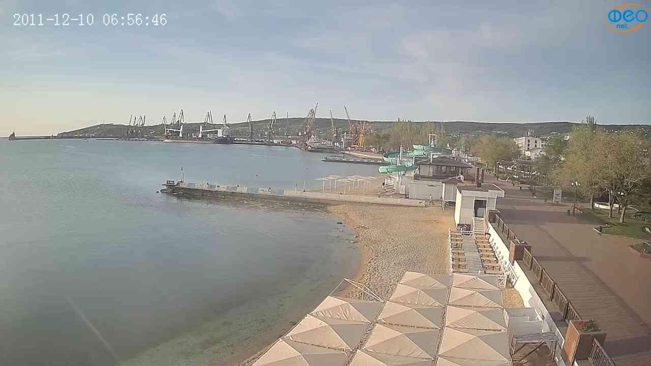 Веб-камеры Феодосии, Вид на порт и маяк, 2021-05-16 06:20:59