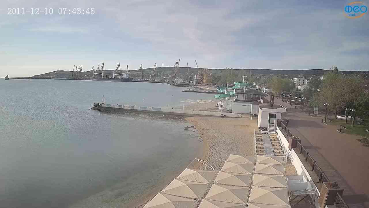Веб-камеры Феодосии, Вид на порт и маяк, 2021-05-16 07:08:06