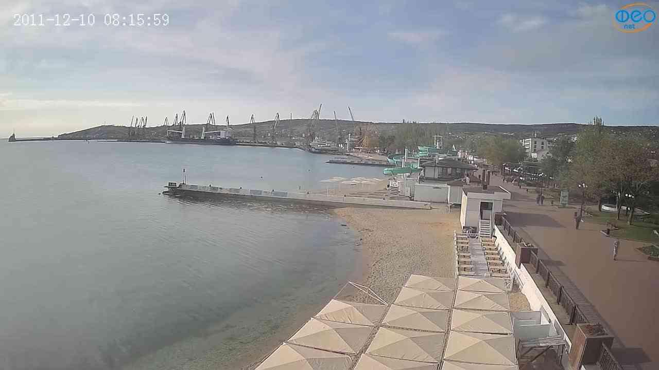 Веб-камеры Феодосии, Вид на порт и маяк, 2021-05-16 07:40:13