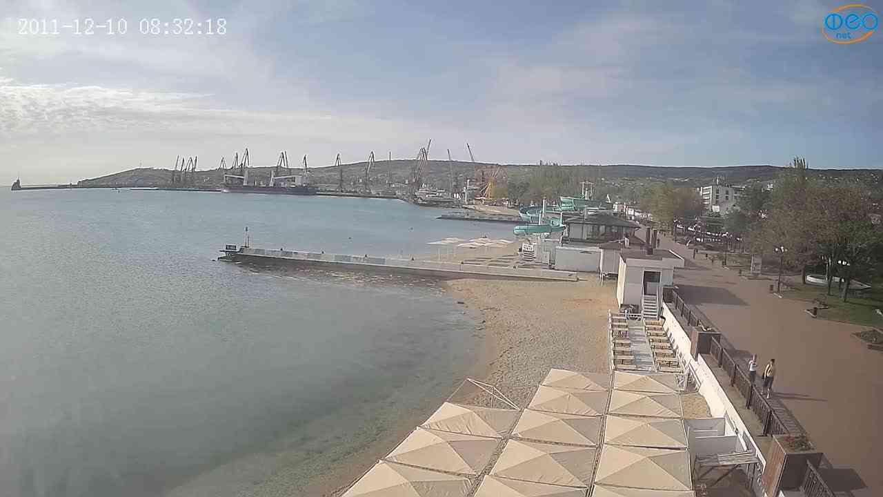 Веб-камеры Феодосии, Вид на порт и маяк, 2021-05-16 07:56:37