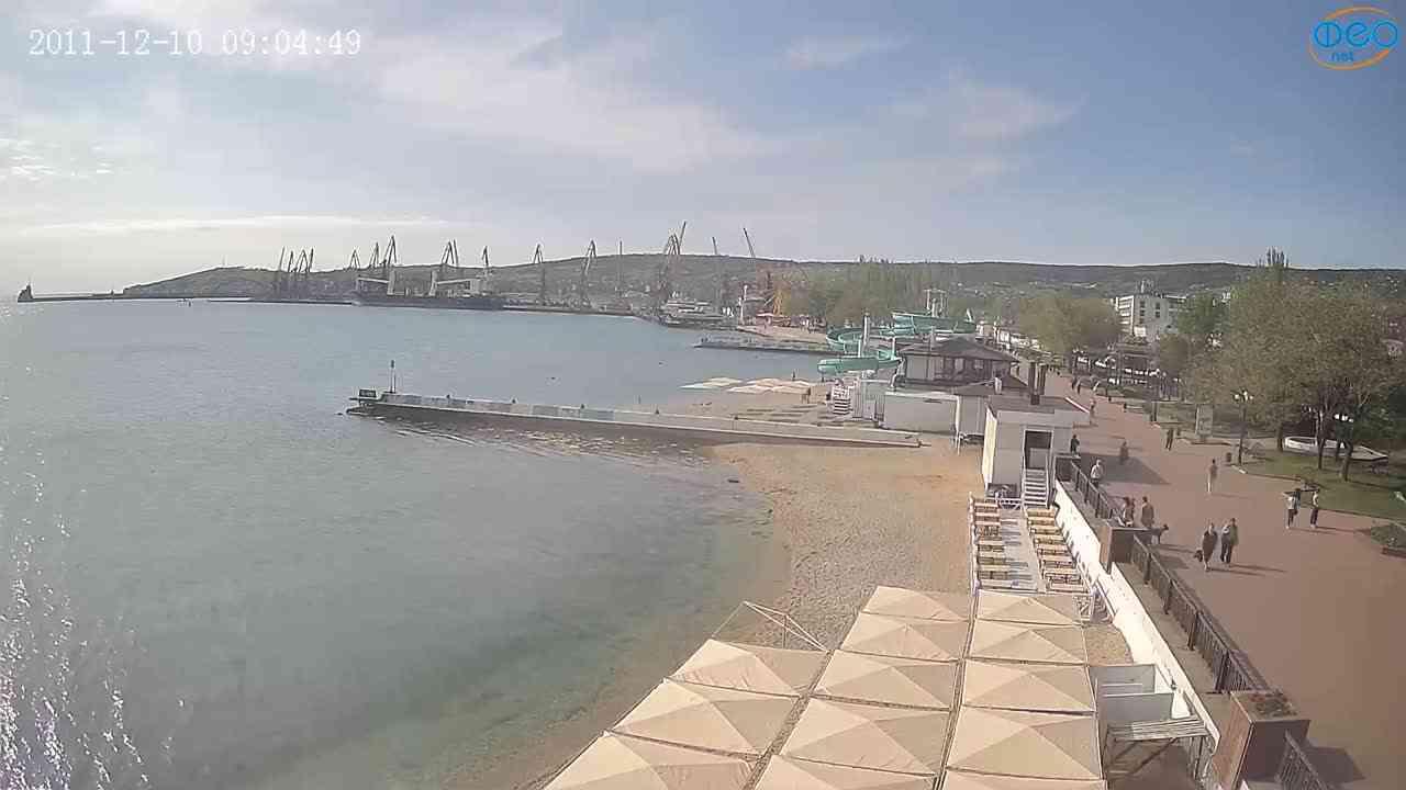 Веб-камеры Феодосии, Вид на порт и маяк, 2021-05-16 08:29:02