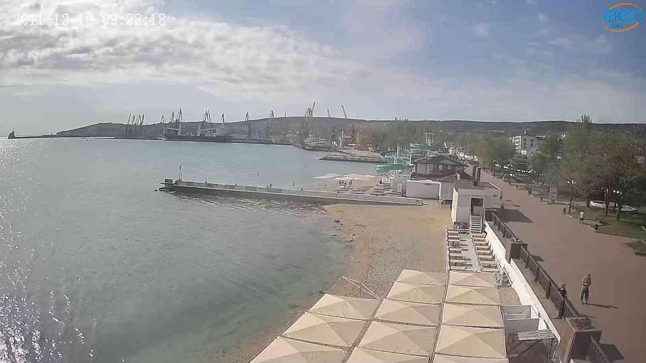 Веб-камеры Феодосии, Вид на порт и маяк, 2021-05-16 08:46:41
