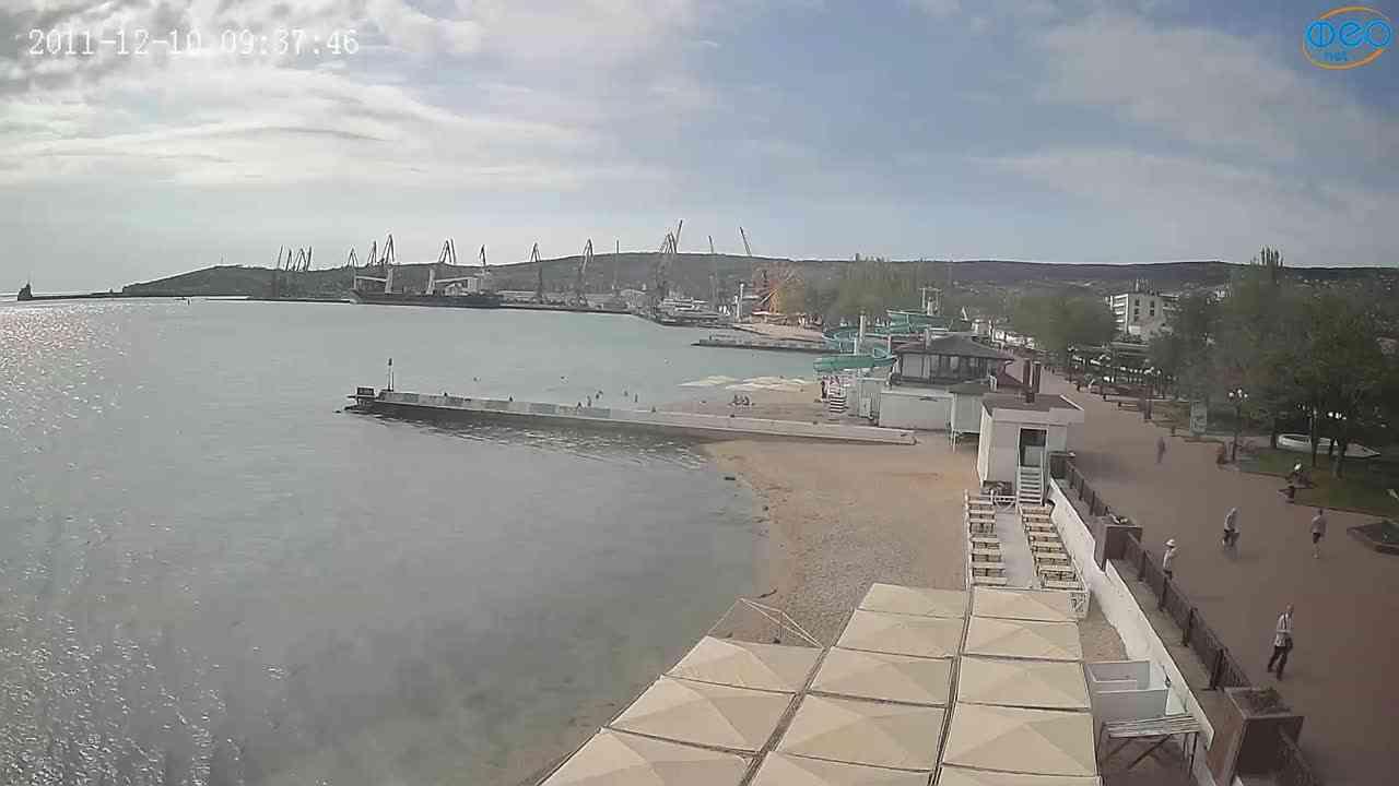 Веб-камеры Феодосии, Вид на порт и маяк, 2021-05-16 09:02:05