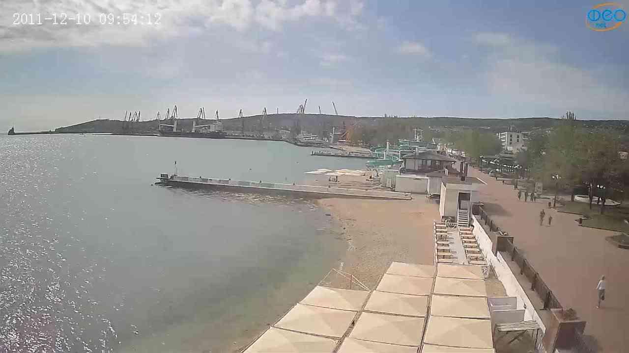 Веб-камеры Феодосии, Вид на порт и маяк, 2021-05-16 09:18:36