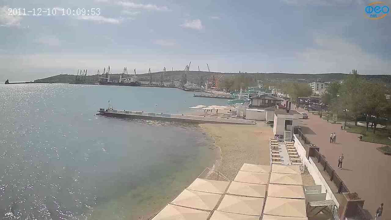 Веб-камеры Феодосии, Вид на порт и маяк, 2021-05-16 09:34:08
