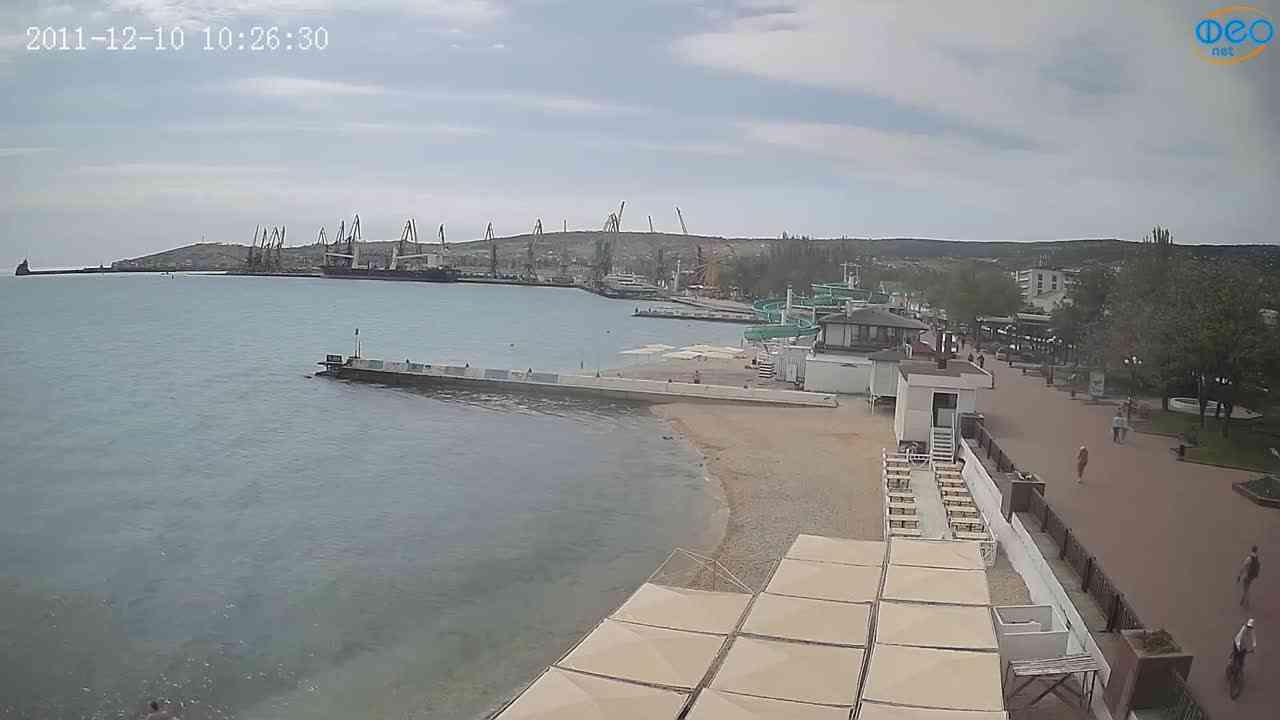 Веб-камеры Феодосии, Вид на порт и маяк, 2021-05-16 09:50:44