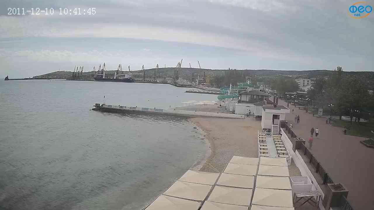 Веб-камеры Феодосии, Вид на порт и маяк, 2021-05-16 10:06:07