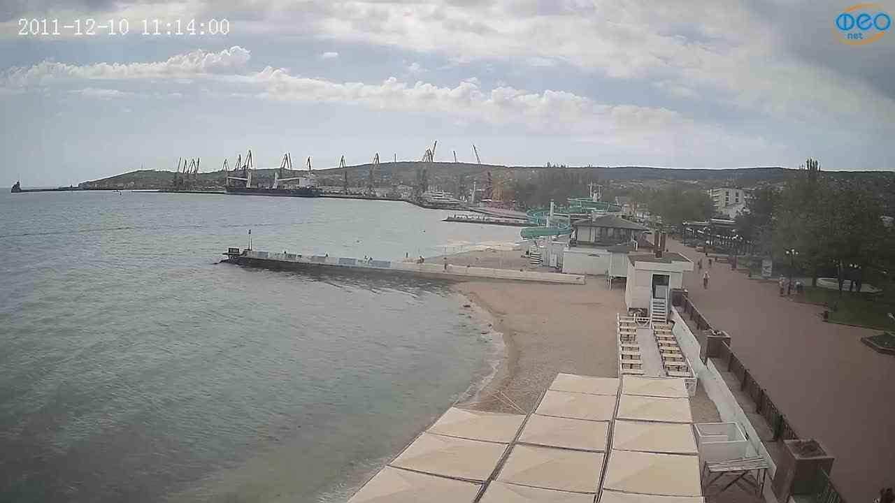 Веб-камеры Феодосии, Вид на порт и маяк, 2021-05-16 10:38:13