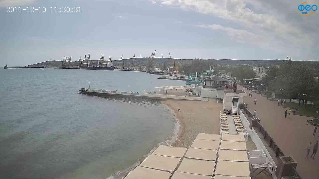 Веб-камеры Феодосии, Вид на порт и маяк, 2021-05-16 10:54:44