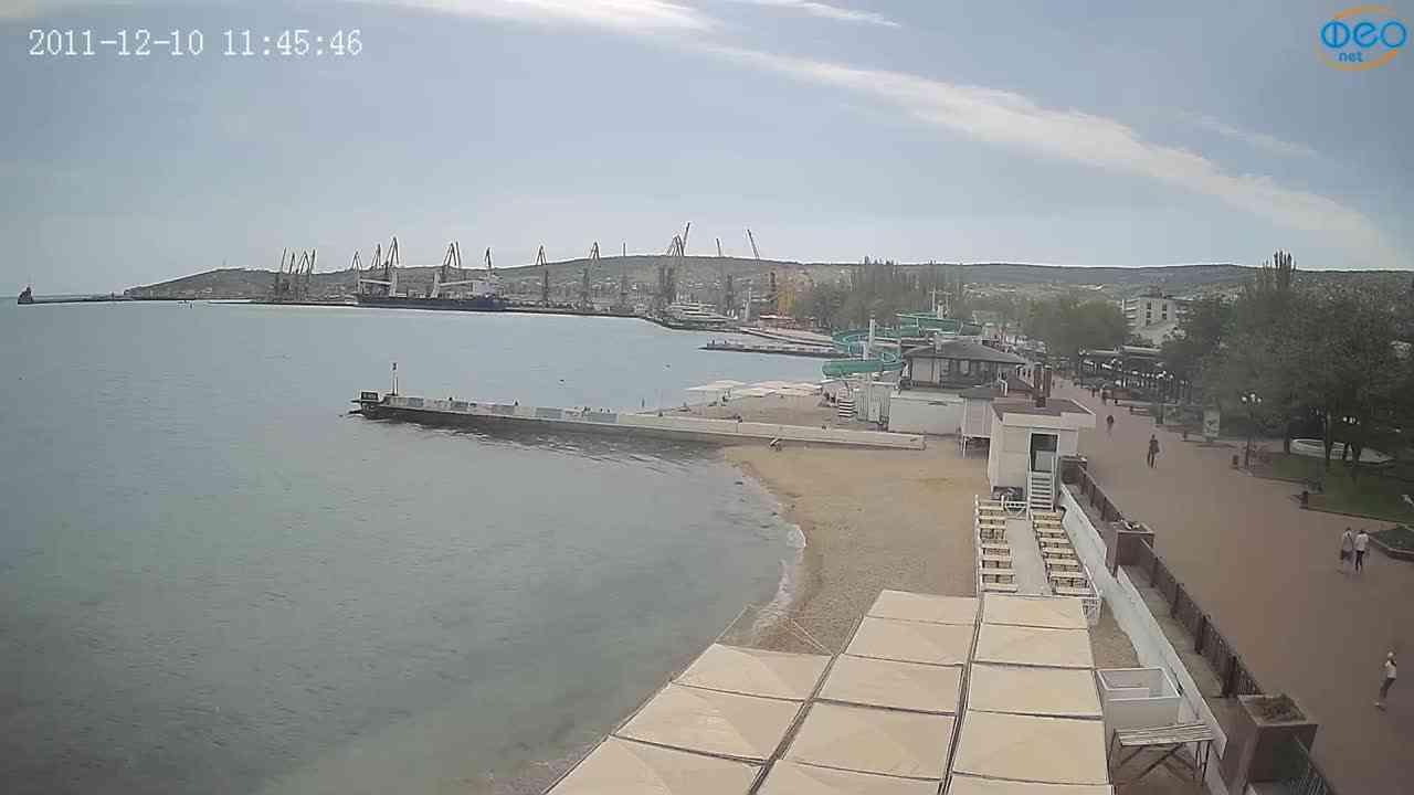 Веб-камеры Феодосии, Вид на порт и маяк, 2021-05-16 11:10:09