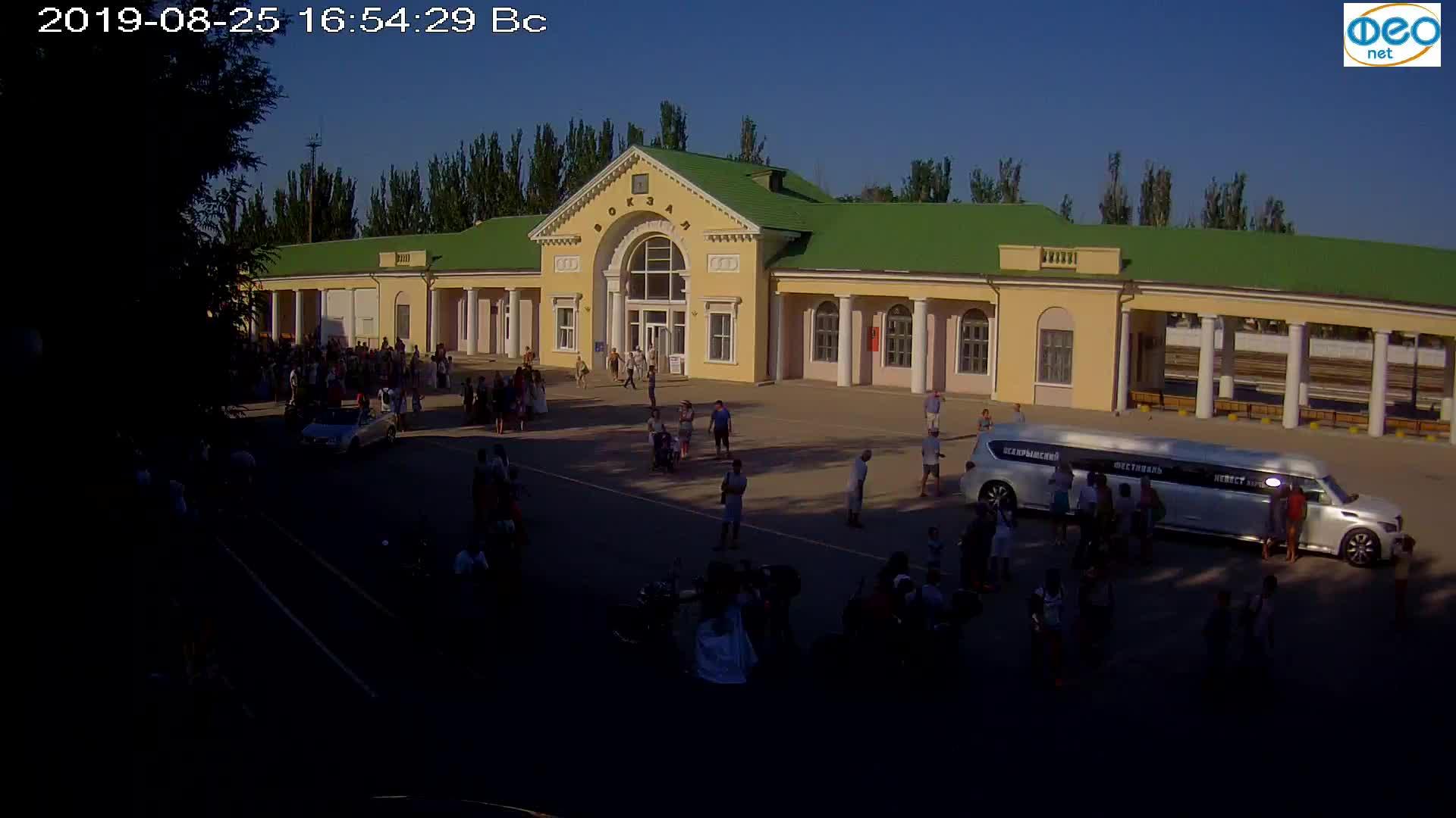 Веб-камеры Феодосии, Привокзальная площадь, 2019-08-25 17:10:06