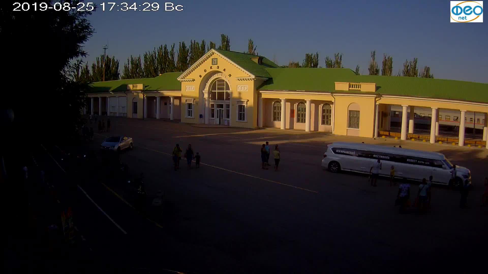 Веб-камеры Феодосии, Привокзальная площадь, 2019-08-25 17:50:05