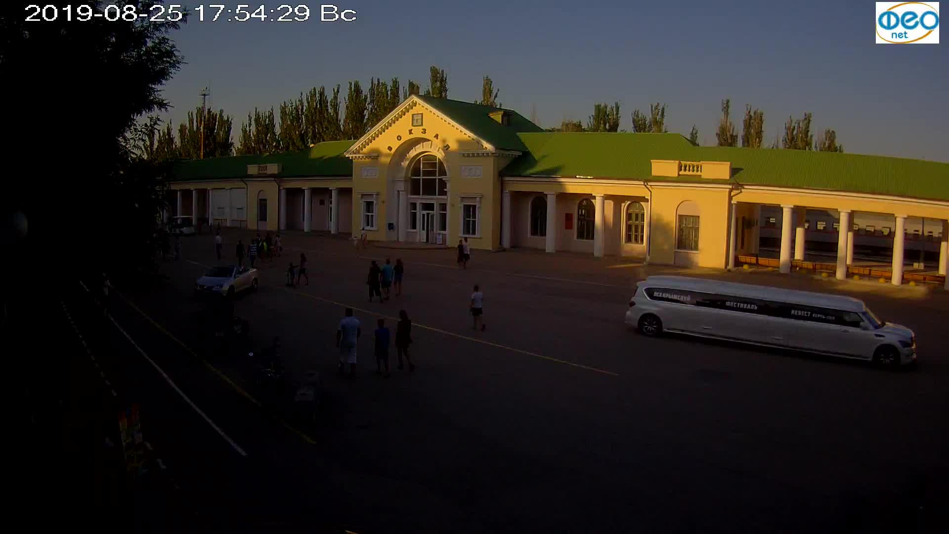 Веб-камеры Феодосии, Привокзальная площадь, 2019-08-25 18:10:05