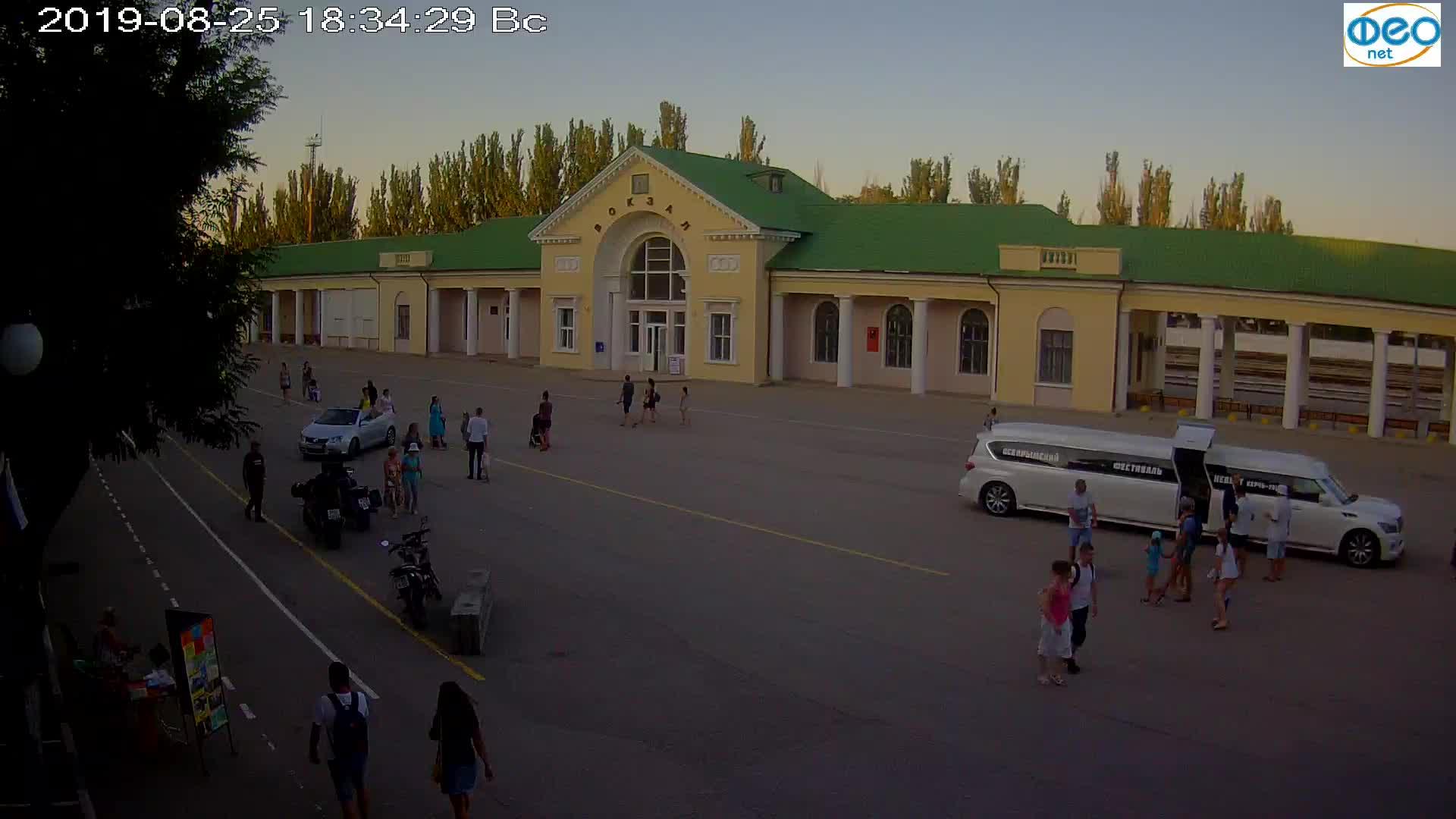 Веб-камеры Феодосии, Привокзальная площадь, 2019-08-25 18:50:06
