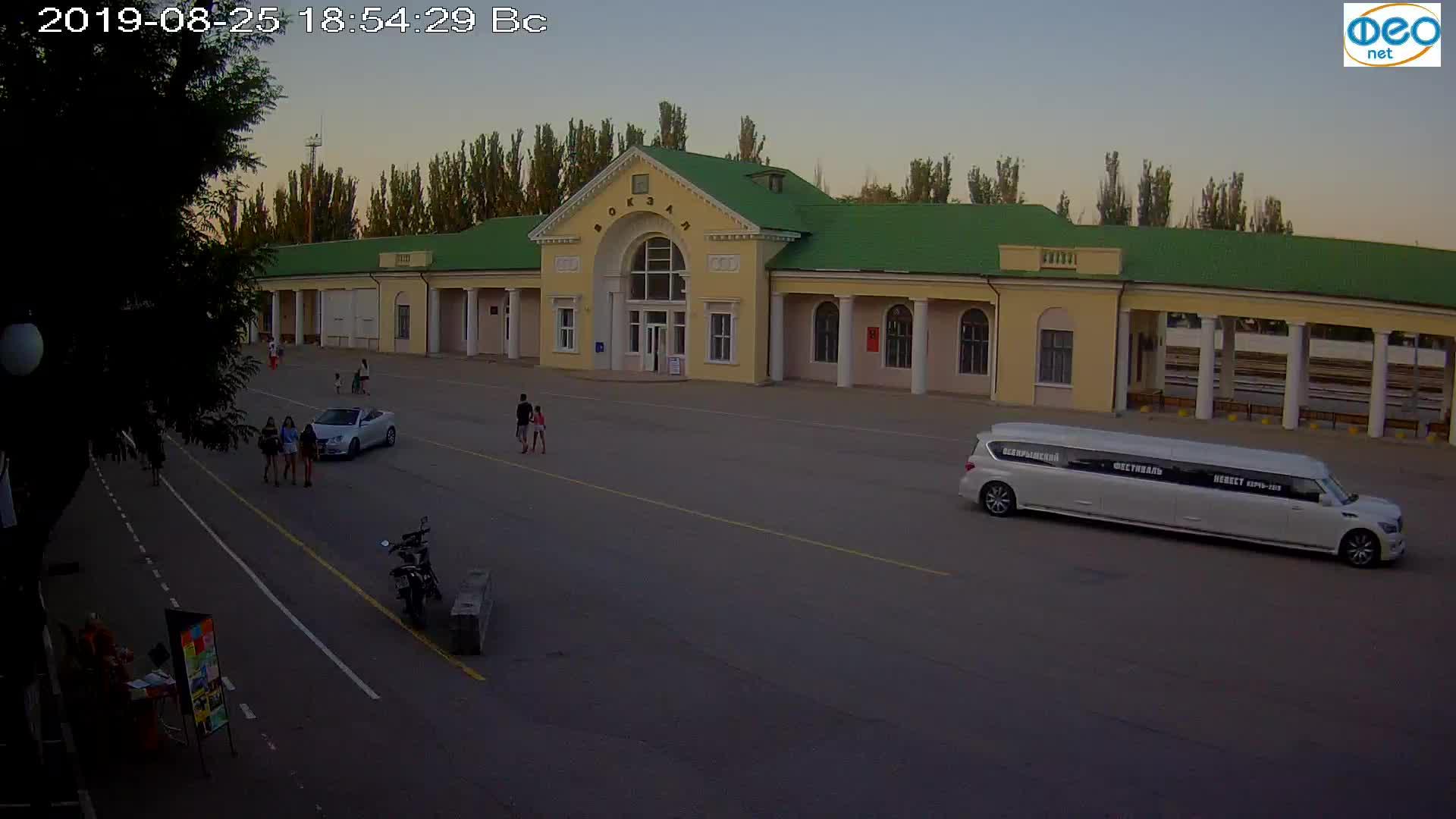 Веб-камеры Феодосии, Привокзальная площадь, 2019-08-25 19:10:05