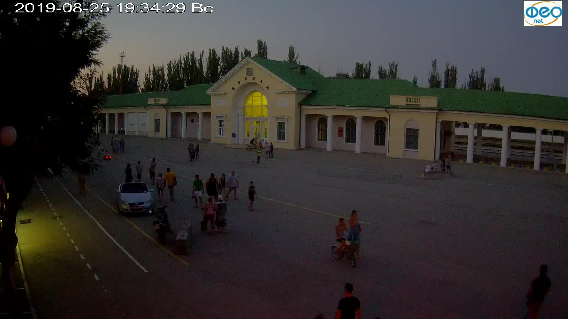 Веб-камеры Феодосии, Привокзальная площадь, 2019-08-25 19:50:05