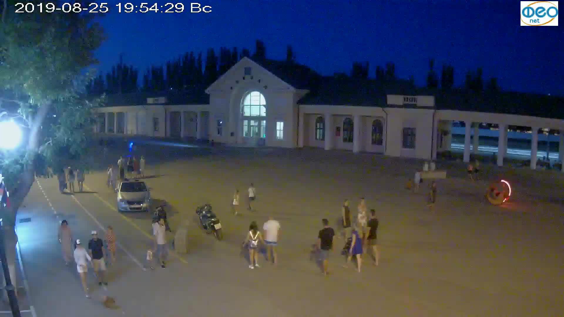 Веб-камеры Феодосии, Привокзальная площадь, 2019-08-25 20:10:06