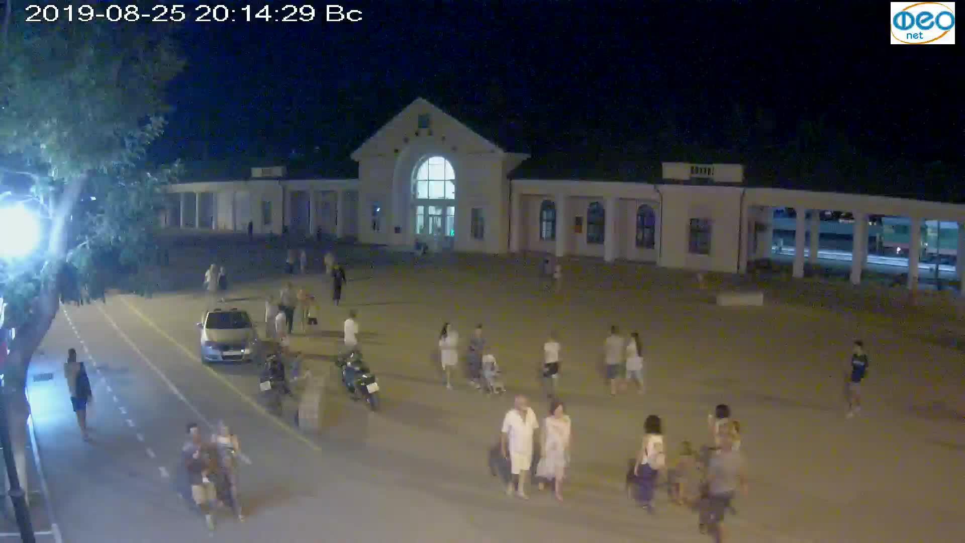 Веб-камеры Феодосии, Привокзальная площадь, 2019-08-25 20:30:05