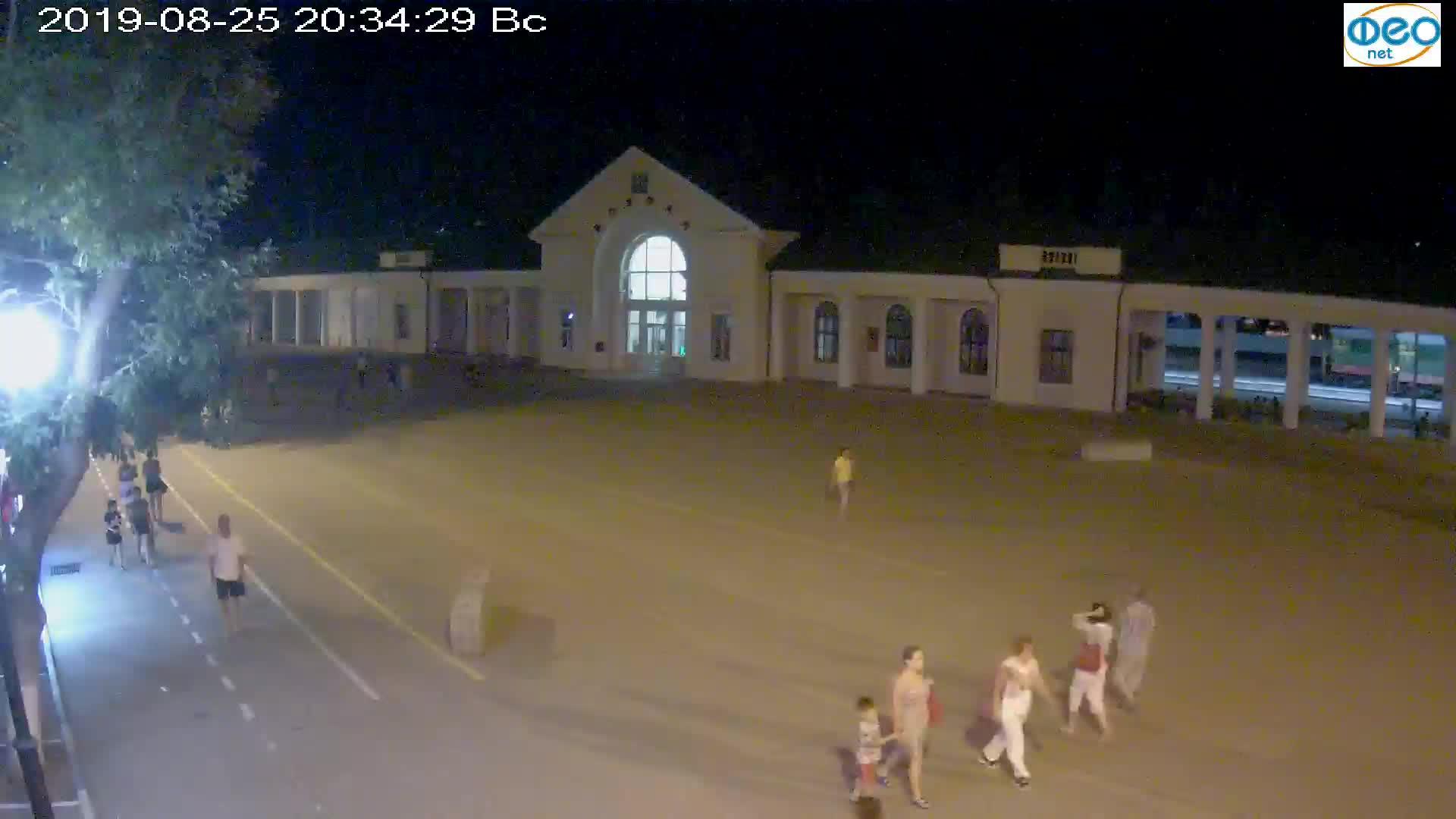 Веб-камеры Феодосии, Привокзальная площадь, 2019-08-25 20:50:05