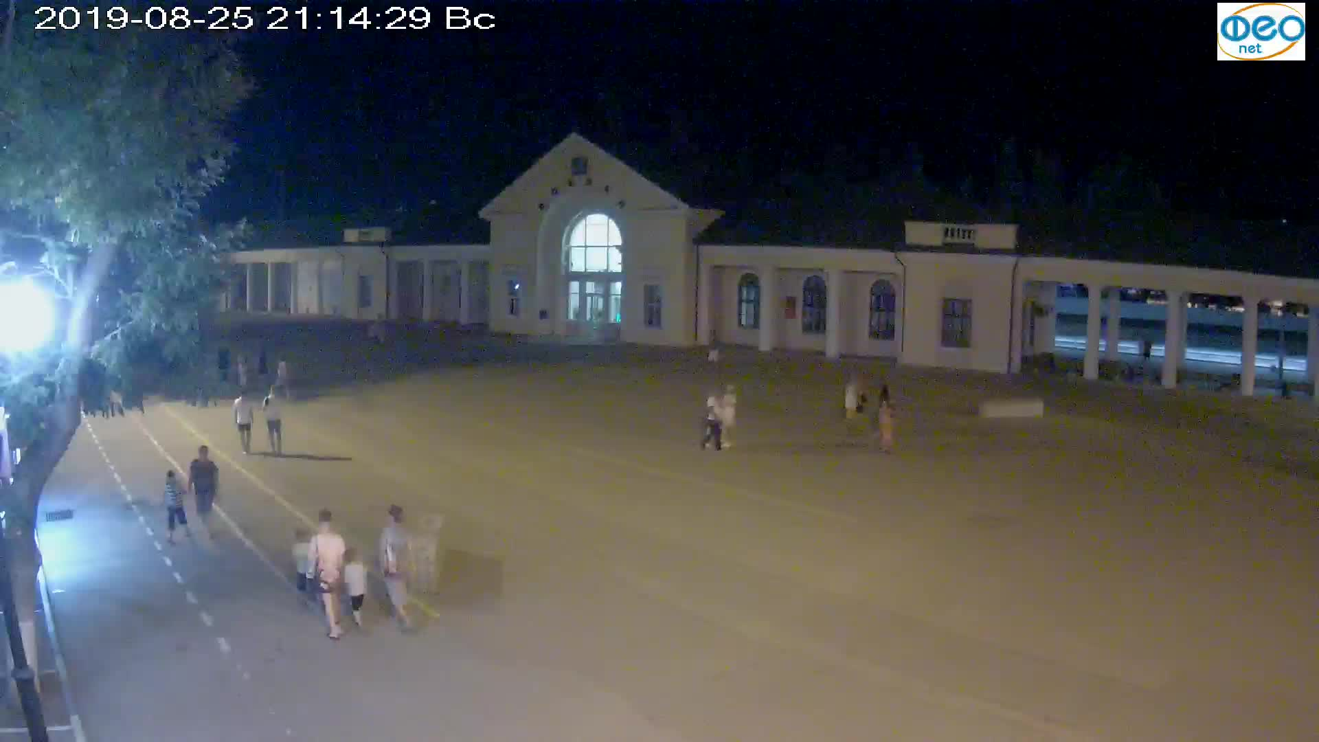 Веб-камеры Феодосии, Привокзальная площадь, 2019-08-25 21:30:05