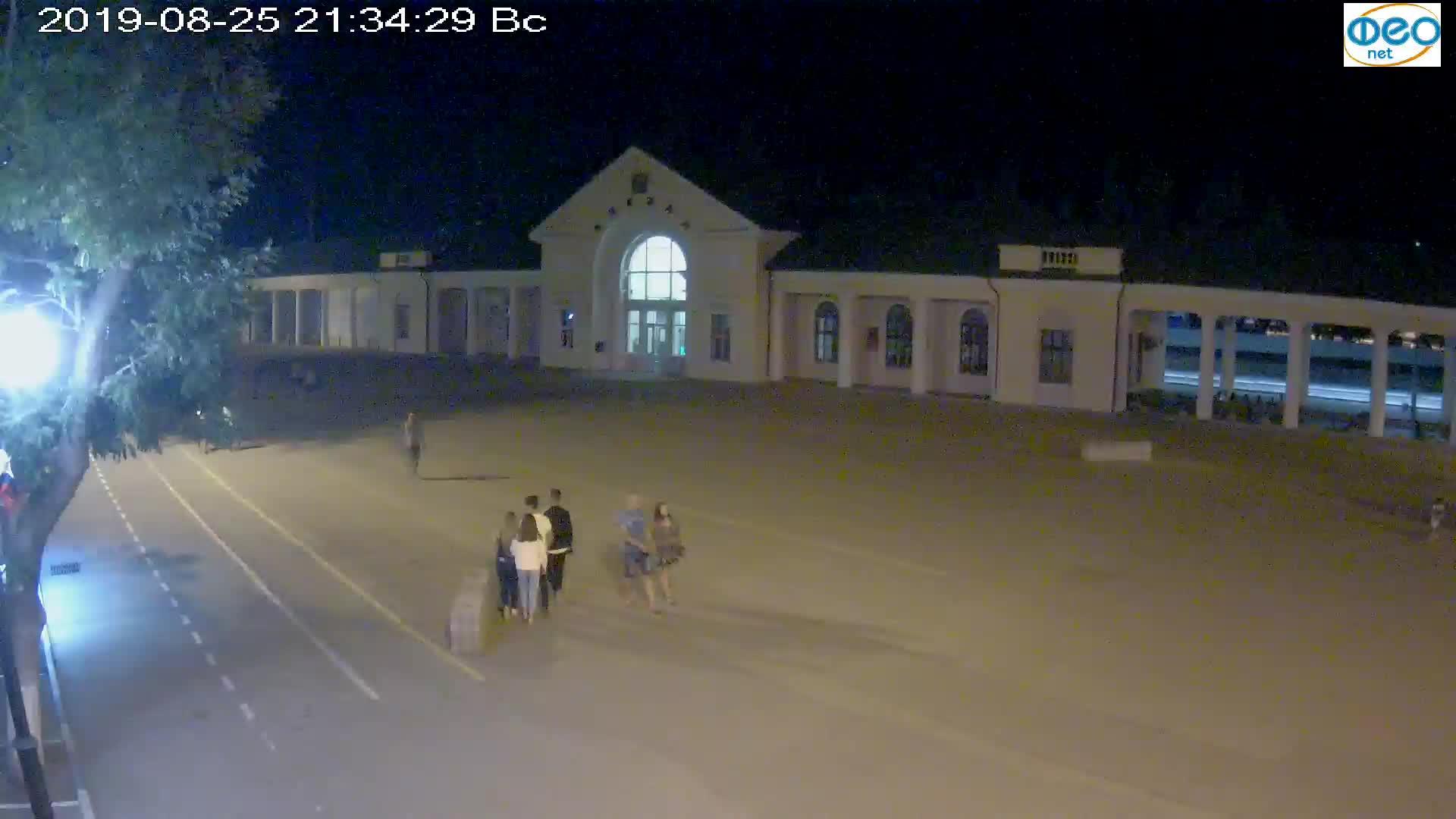Веб-камеры Феодосии, Привокзальная площадь, 2019-08-25 21:50:06