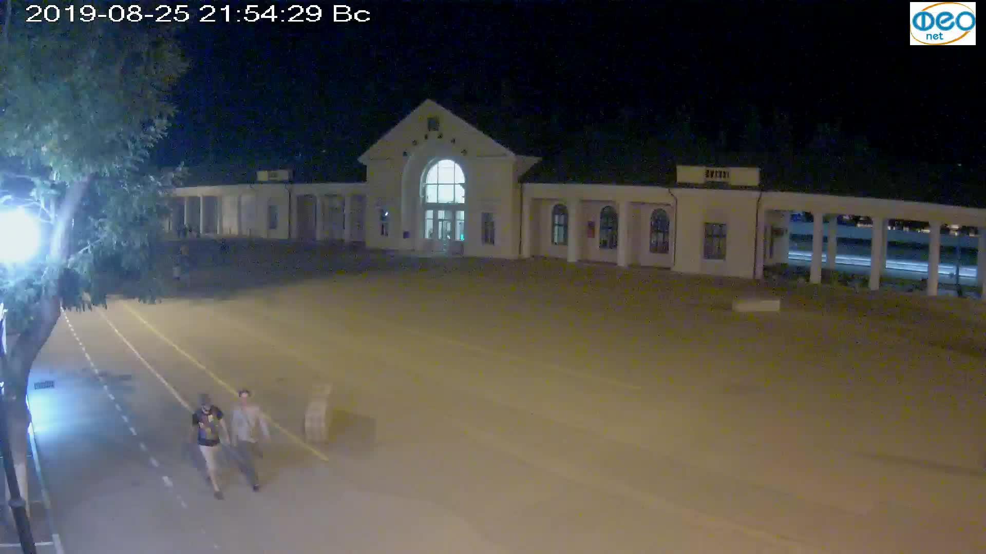 Веб-камеры Феодосии, Привокзальная площадь, 2019-08-25 22:10:06