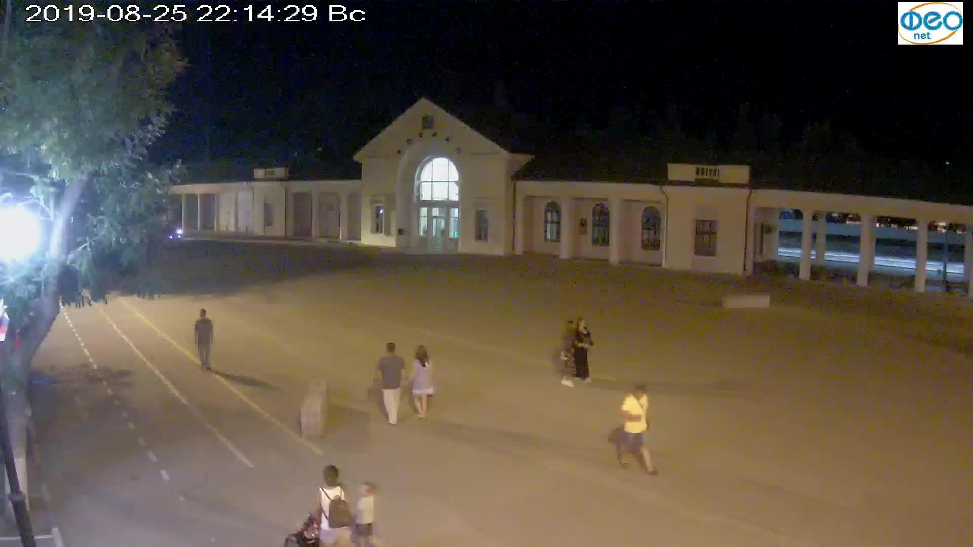 Веб-камеры Феодосии, Привокзальная площадь, 2019-08-25 22:30:06
