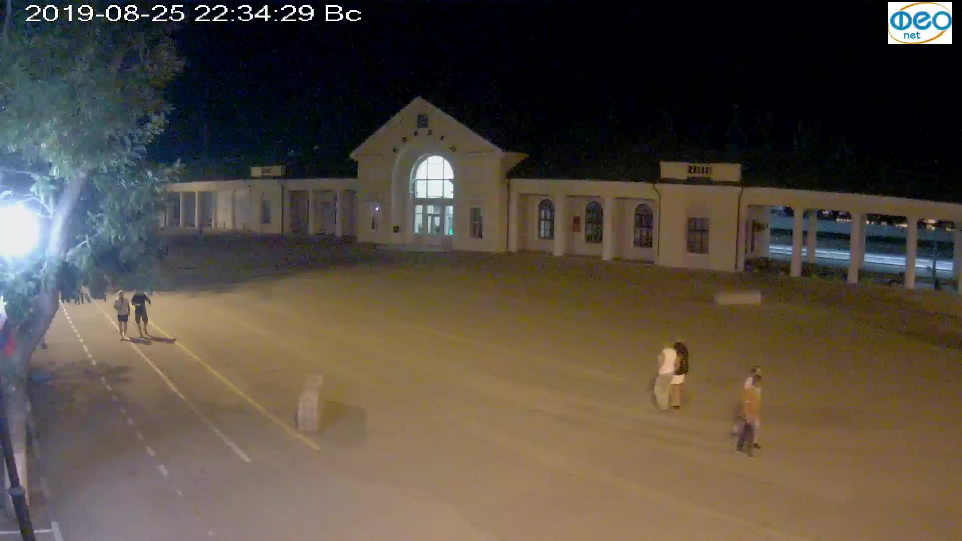 Веб-камеры Феодосии, Привокзальная площадь, 2019-08-25 22:50:05