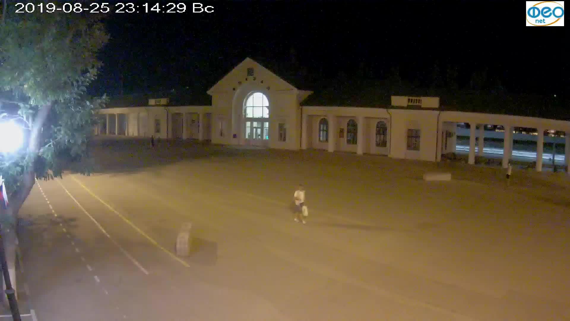 Веб-камеры Феодосии, Привокзальная площадь, 2019-08-25 23:30:06