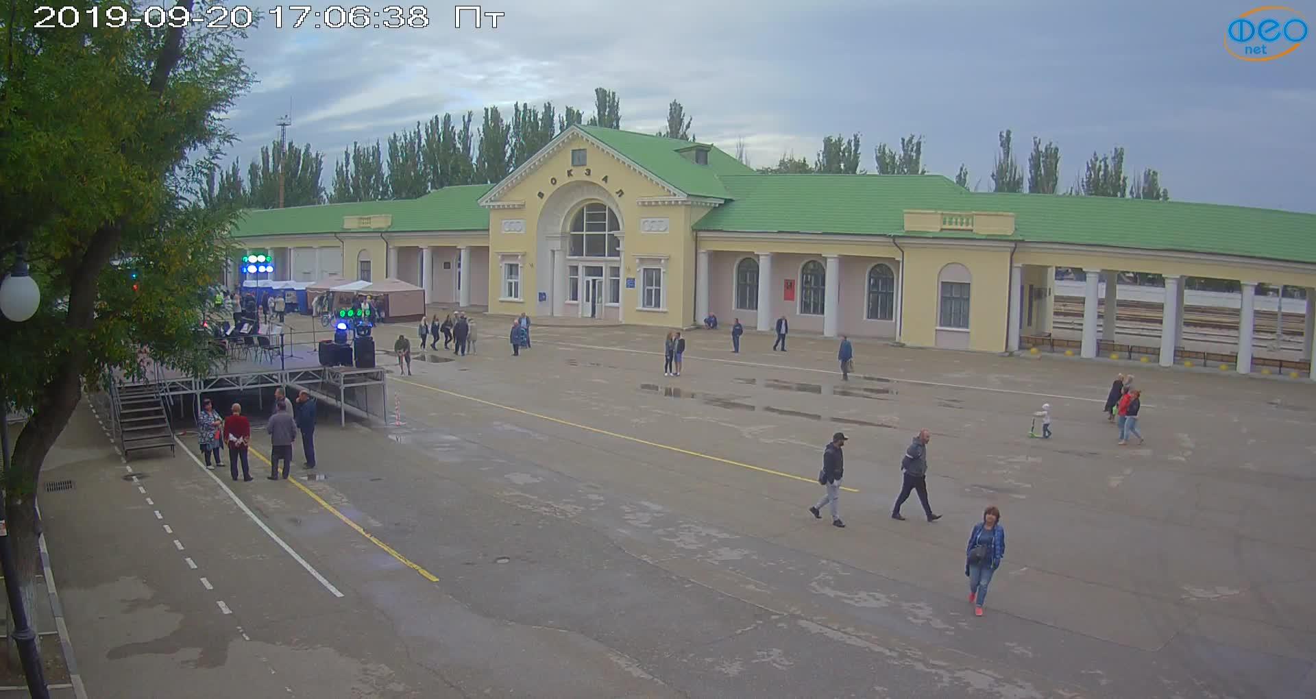 Веб-камеры Феодосии, Привокзальная площадь, 2019-09-20 17:23:09
