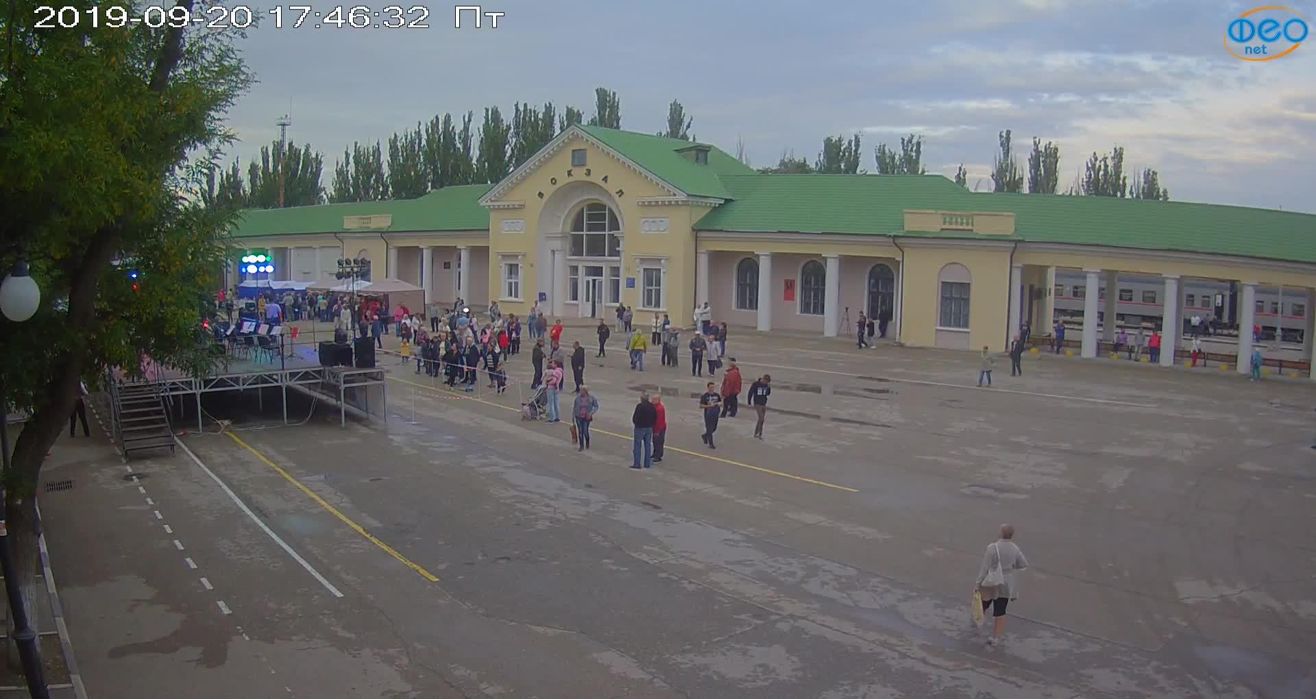 Веб-камеры Феодосии, Привокзальная площадь, 2019-09-20 18:03:07